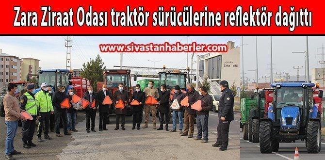 Zara Ziraat Odası traktör sürücülerine reflektör dağıttı