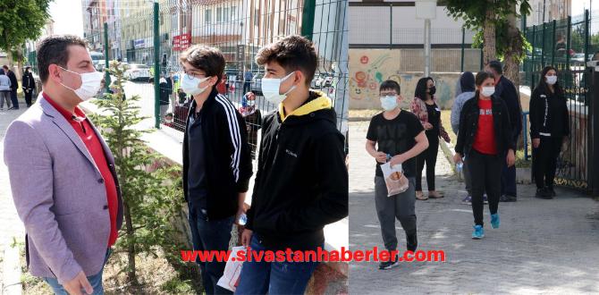 Sivas'ta Öğrenci ve Veliler LGS Heyecanı Yaşadı