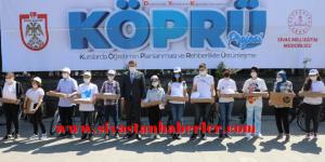 LGS Türkiye'de ilk 10 bine giren 137 öğrenci ödüllendirildi